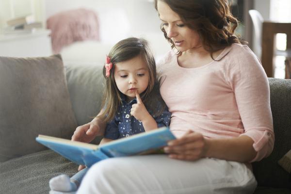 Khám phá 5 lợi ích tuyệt vời của việc đọc truyện cho trẻ