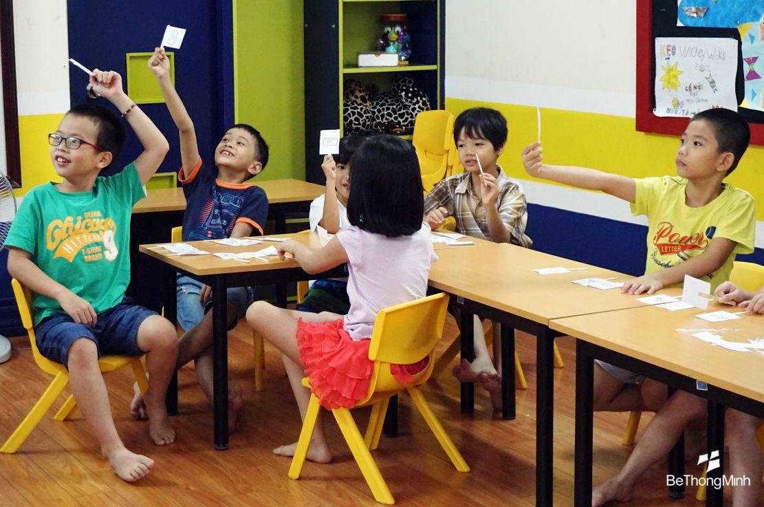 dạy trẻ giá trị của đồng tiền