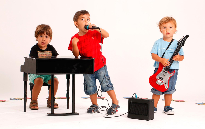 Cho trẻ yêu âm nhạc