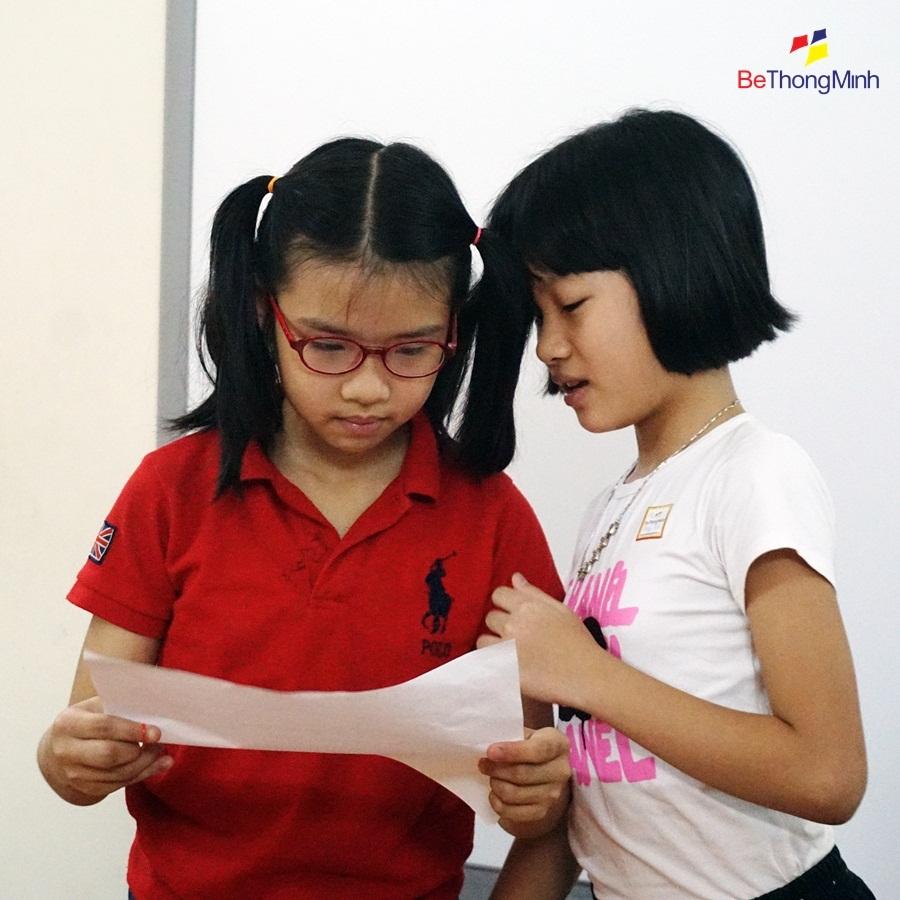 Trẻ cần học kỹ năng lắng nghe
