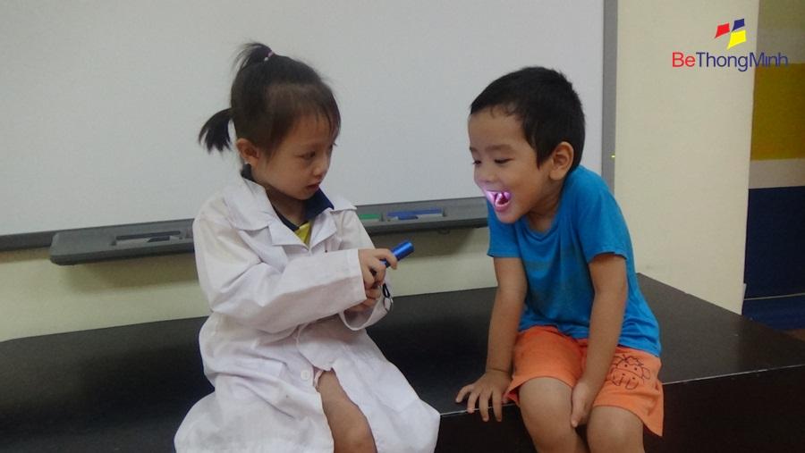 trẻ 3-4 tuổi có khả năng đóng vai