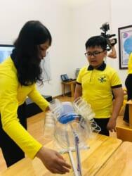 trẻ tin tưởng vào giáo viên