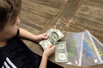 dạy trẻ khái niệm tiền bạc